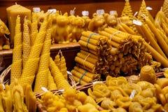 Honungstearinljus på julen marknadsför i Wien, Österrike Arkivfoto