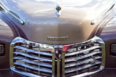 Free Hood & Grille Of A Classic Tan Lincoln Sedan Stock Image - 120446191