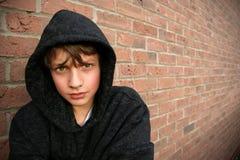 hooded överkant för pojke Royaltyfri Bild