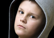 hooded tonårs- för pojke Arkivbild