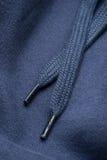 Hoodie-Spitze eines blauen Sweatshirts Stockbilder