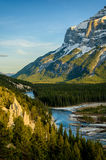 Hoodoos κάτω από το βουνό rundle, Banff Στοκ Φωτογραφίες