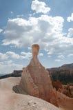 Hoodoos каньона Bryce с ландшафтом облачного неба Стоковые Изображения