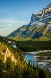 Hoodoos под горой rundle, Banff Стоковые Фото