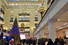 Hoofd Centrale Kinderenopslag in Moskou in Kerstmisdecoratie Stock Fotografie