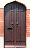 Hoofd de deurknop van de leeuw op houten deur Royalty-vrije Stock Fotografie