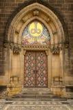 Hoofd deur van neogotische Basiliek Stock Fotografie
