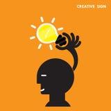 Hoofd en Creatief bol licht idee, vlak ontwerp Concept ideeën i Stock Afbeelding