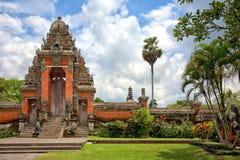 Hoofd ingang aan de Tempel van Taman Ayun, Bali, Indonesië Stock Afbeeldingen