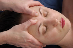 Hoofd Massage in Day Spa stock afbeelding