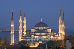 Hoofd moskee van Istanboel - Sultan Ahmet (Blauwe moskee) bij vroege ev Royalty-vrije Stock Fotografie
