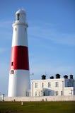 Hoofd rode en witte vuurtoren op Portland dichtbij Weymouth in Dorse royalty-vrije stock fotografie
