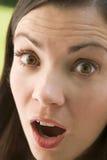 Hoofd schot van verraste vrouw Stock Afbeelding