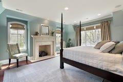 Hoofd slaapkamer in luxehuis stock foto