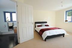 Hoofd slaapkamer met ensuite Stock Afbeelding