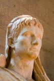 Hoofd van antiek standbeeldbeeldhouwwerk stock foto's