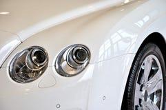 Hoofd van luxe witte sedan Royalty-vrije Stock Afbeelding