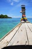 Hoofd van Thaise bootoverzees die op zonneschijndag reist Royalty-vrije Stock Fotografie