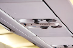 Hoofdapparaat van licht en luchtkanaal binnen vliegtuig Stock Afbeeldingen