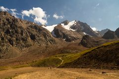 Hoofdartikel: Tien Shen Mountains in Shymbulak Hogere Piste in Almat Stock Foto's