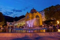 Hoofdcolonnade en zingende fontein - Marianske Lazne - Marienbad - Tsjechische Republiek royalty-vrije stock foto