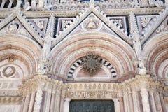 Hoofddeur van Sienna Cathedral Church, Toscanië royalty-vrije stock foto's