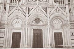 Hoofddeur van Sienna Cathedral Church, Toscanië stock foto's