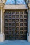 Hoofddeuren van Grossmunster-kerk, Zürich, Zwitserland Stock Afbeeldingen