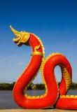 Hoofden van het standbeeld van Naka of van Naga of van het serpent met blauwe hemel Stock Afbeelding