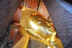 HOOFDgebied VAN SLAAP GOUDEN BOEDHA IN BANGKOK THAILAND royalty-vrije stock afbeeldingen