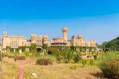 Hoofdgebouwen van het Paleis van Bangalore, Bangalore, Karnataka, India Exemplaarruimte voor tekst Stock Foto's