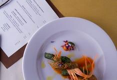 Hoofdgerecht in gastronomische stijl royalty-vrije stock fotografie