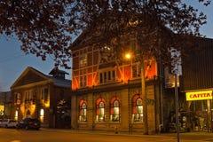 Hoofdijzerwinkel bij nacht, Victoria, BC, Canada stock fotografie