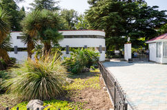 Hoofdingang aan de Botanische Tuinen van Nikitsky De Krim, Yalta Stock Foto