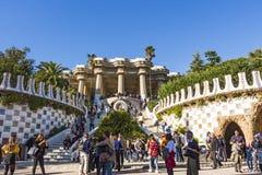 Hoofdingang aan Park Guell Het werd gebouwd gebouwd vanaf 1900 tot 1914 door Antoni Gaudi stock afbeelding