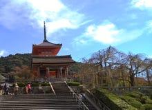 Hoofdingang van Kiyomizu-tempel, Kyoto, Japan stock afbeeldingen
