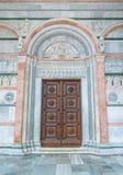 Hoofdingang van San Martino Cathedral in Luca, Toscanië, Italië stock foto