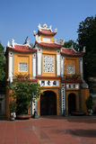 Hoofdingang van Tran Quoc Pagoda, Hanoi stock afbeeldingen