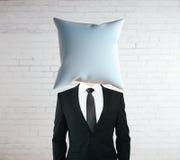 Hoofdkussen geleide zakenman stock foto