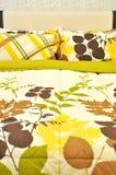 Hoofdkussens en Bed Stock Foto's