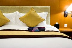 Hoofdkussens en Bed   Stock Fotografie