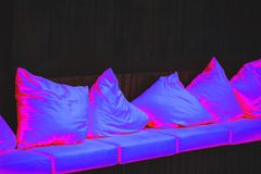 Hoofdkussens in ultraviolet licht Royalty-vrije Stock Foto's