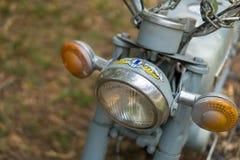 Hoofdlicht van motorcyclee van circa medio 1960 klassieke en uitstekende Yamaha stock fotografie