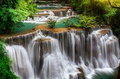 Hoofdniveau van Huai Mae Kamin Waterfall Stock Foto