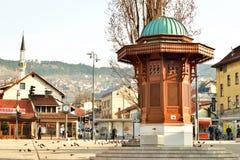 Hoofdsqare in de oude stad van Sarajevo, Sebilj Stock Foto