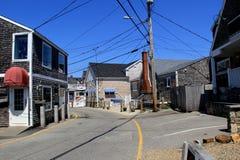 Hoofdstraat die centrum van kuststad doornemen, Perkins Cove, Maine, 2016 stock fotografie