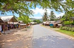 Hoofdstraat in dorp Kuta. Lombok stock foto's