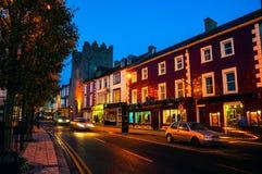 Hoofdstraat van Cashel, Ierland bij nacht Royalty-vrije Stock Fotografie