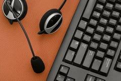 Hoofdtelefoon en toetsenbord Stock Foto