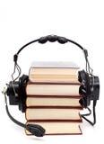 Hoofdtelefoons en boeken Stock Afbeelding